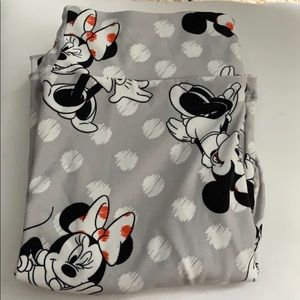LuLaRoe leggings with Minnie Mouse on them